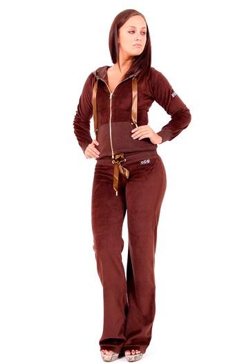 Модные спортивные костюмы с ушками зайчика подойдут для самостоятельных тренировок