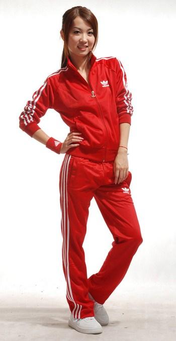 женские красные костюмы для спорта